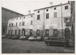 Piazza Viterbi vista da Vicolo Varrone