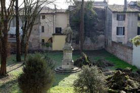 Statua di Virgilio nel Giardino Cavriani