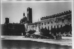 Monumento ai Martiri di Blefiore in piazza Sordello